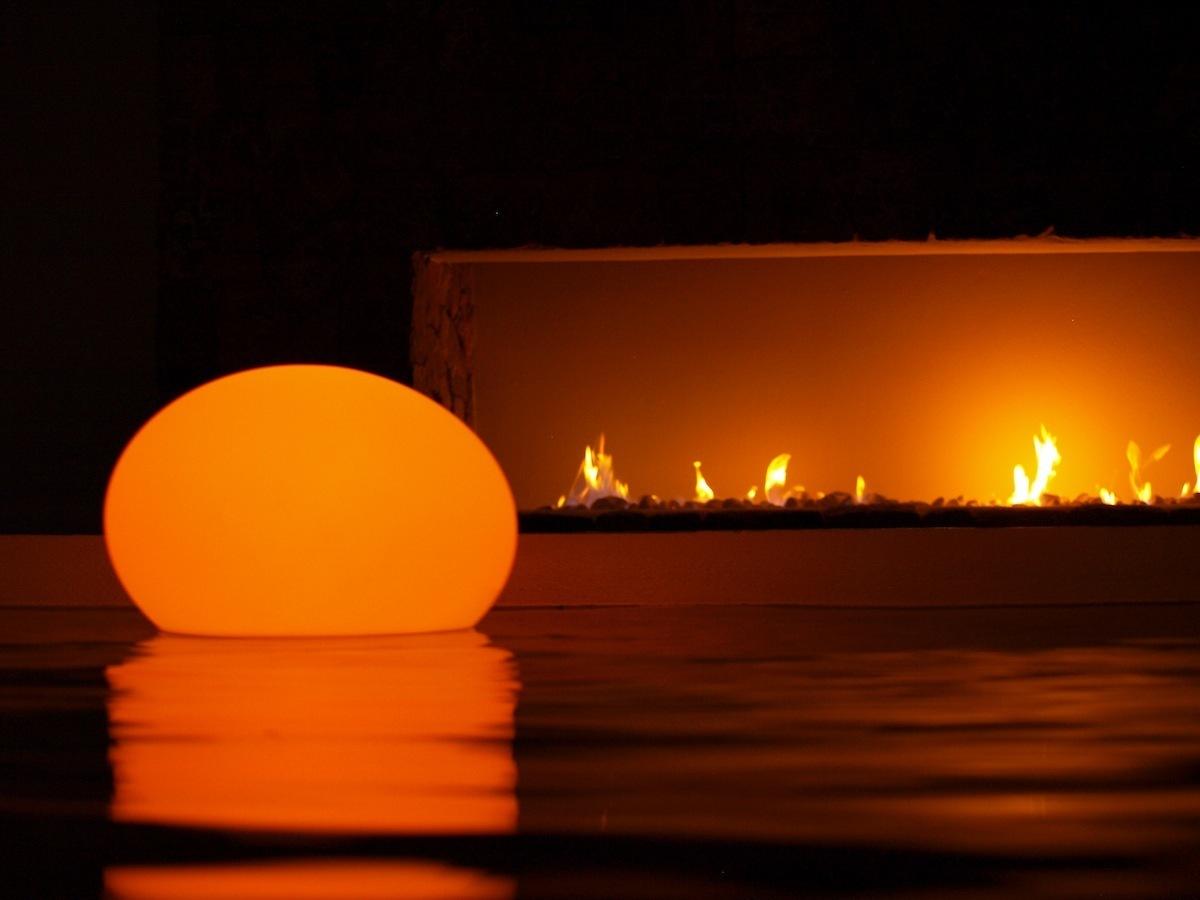 Luz decorativa para piscinas y estanques for Luz ultravioleta para estanques